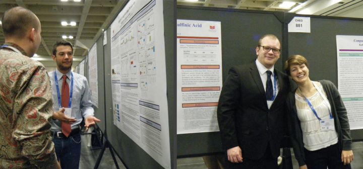 Students discuss their research with others at the spring 2017 ACS national meeting.