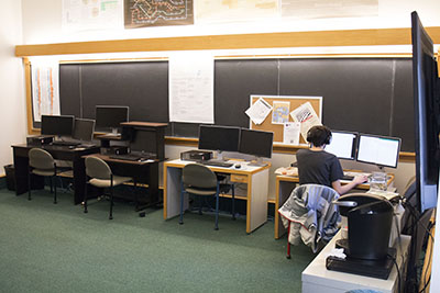 A student uses a computer in the current Data Analysis and Social Inquiry Lab