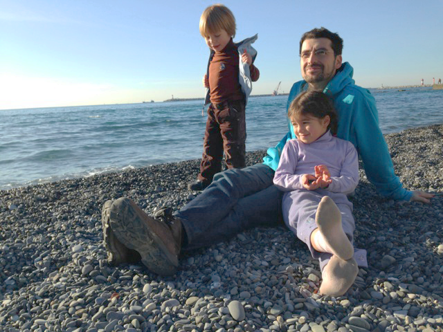 Daniel Wolfe '99 and his kids on a beach