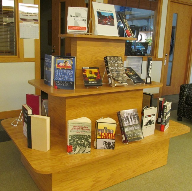 Grinnell College Libraries New Book Display