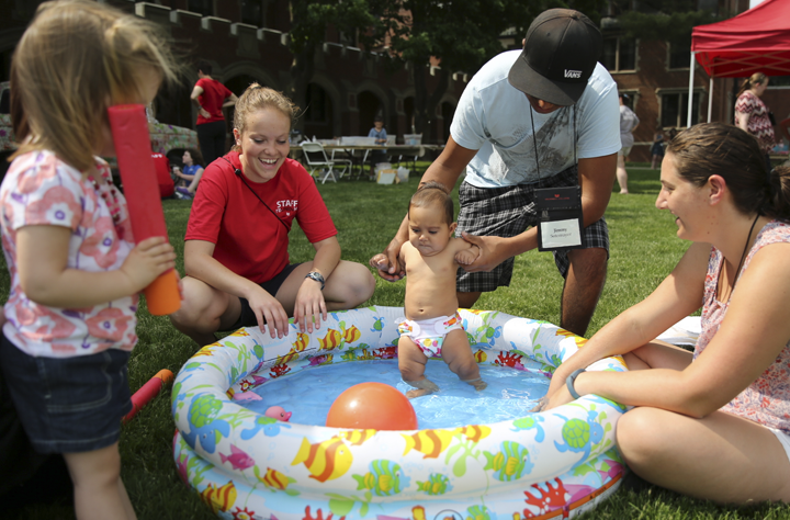 Parents, kids, and reunion staff at a kiddie pool