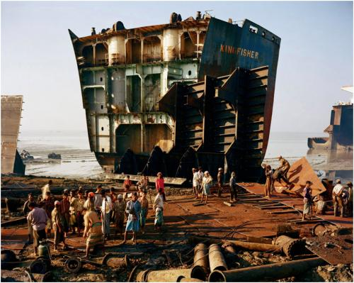 Edward Burtynsky, Shipbreaking #4, Chittagong, Bangladesh, 2000. Chromogenic color print, 48 x 60 inches. © Edward Burtynsky. Grinnell College Art Collection.
