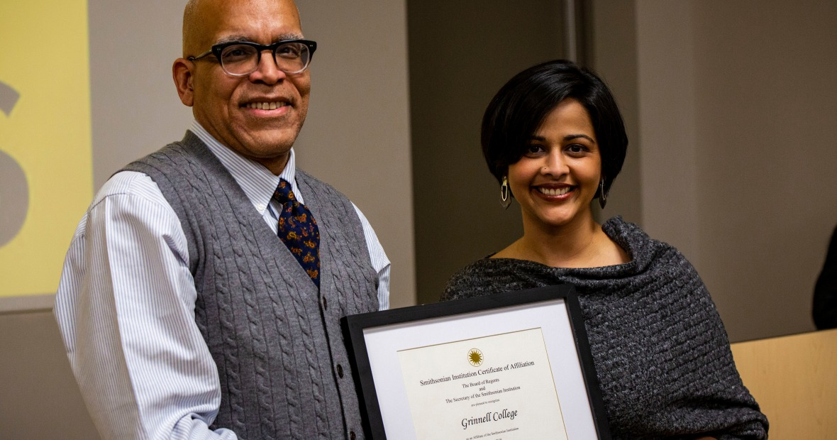 Ruki Neuhold-Ravikumar presents President Raynard Kington the Smithsonian Affiliate certificate.