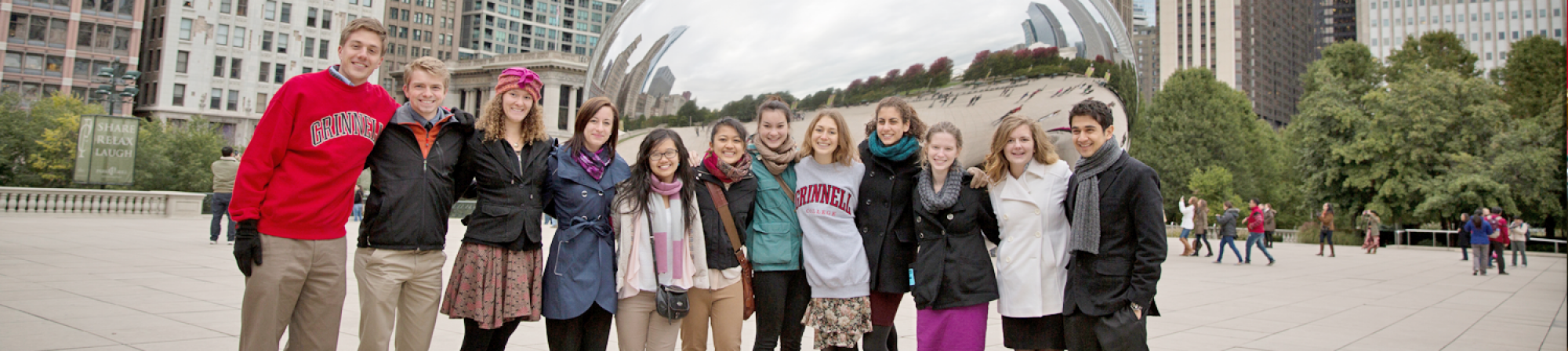"""Grinnellians pose for the cameras infront of """"The Bean"""" in Chicago"""