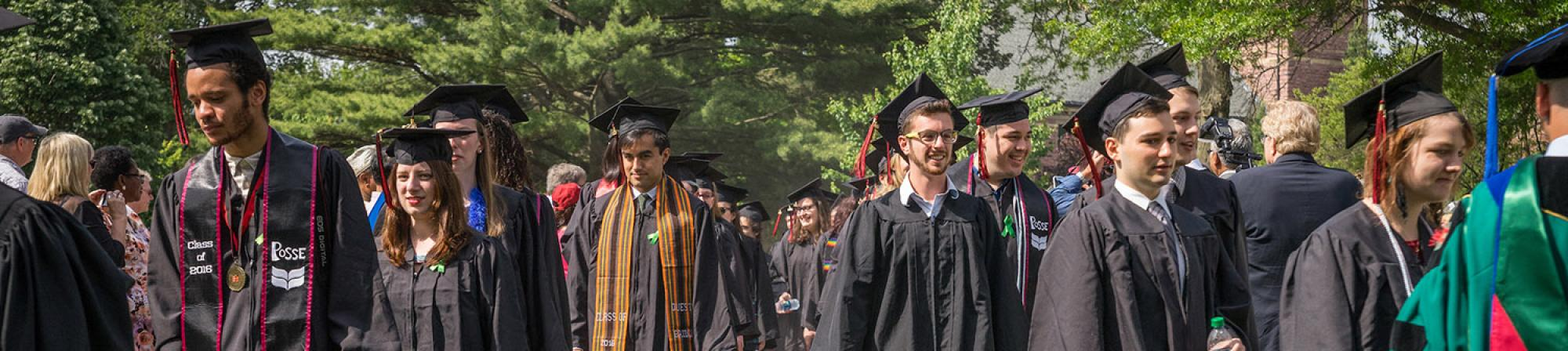 Graduates file in to the 2016 Grinnell College commencement ceremony