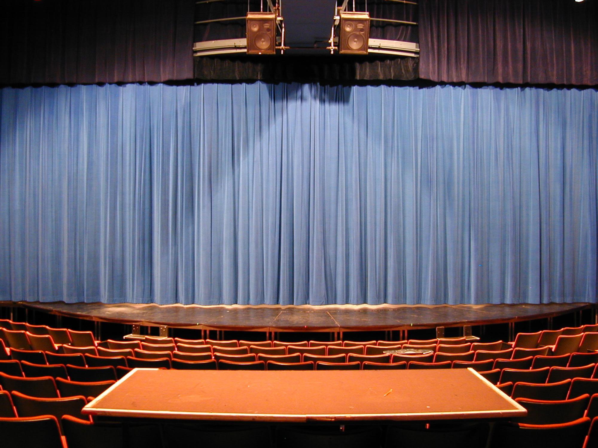 Roberts Closed Curtain