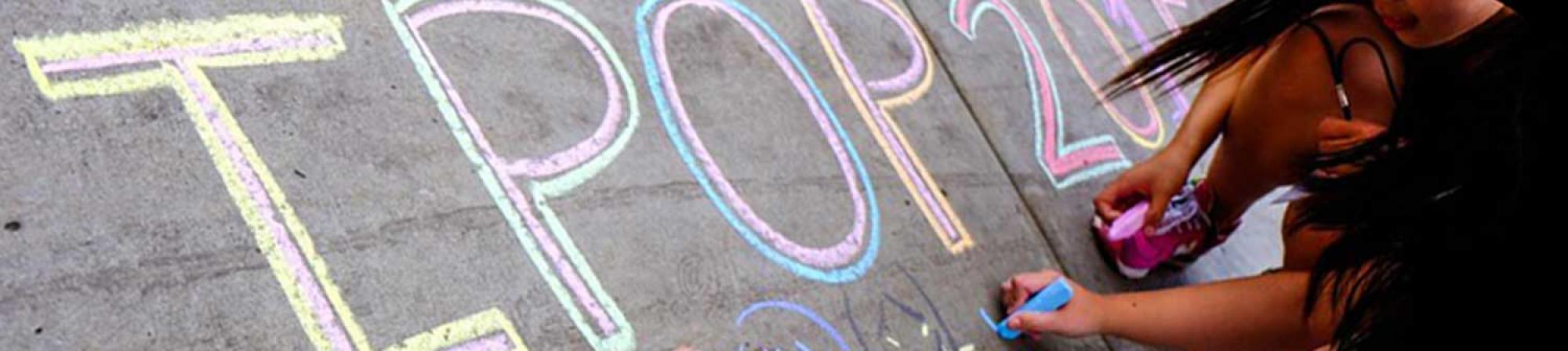 "Students draw ""IPOP 2016"" in sidewalk chalk"