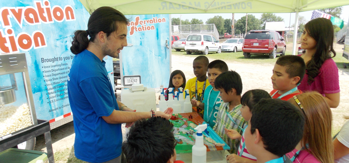Nick Hunter teaching students about conservation at a county fair