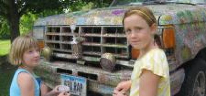 Children help glitter Tilly Woodward's truck