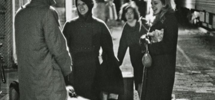 Students arriving at the Grinnell train station (1966)