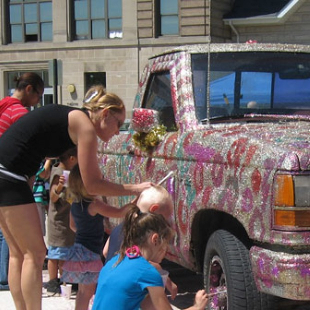 young people decorate a truck with glitter