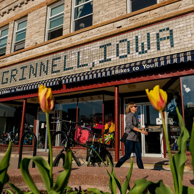 Tulips in front of storefront with Grinnell, Iowa written in tile