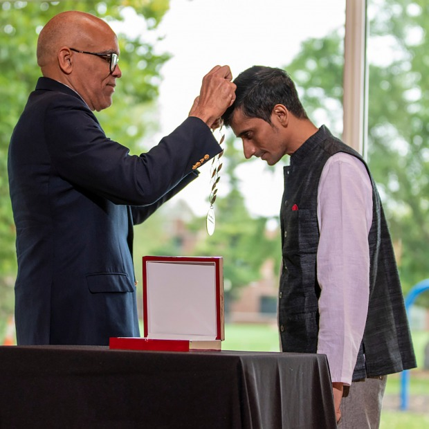President Kington awards the Grinnell Prize medallion to Shafiq Khan