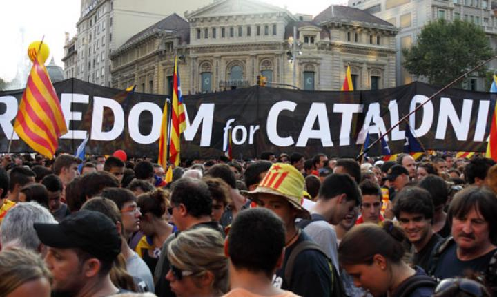 Activists carry signs and flags in bid for Catalonian Independence