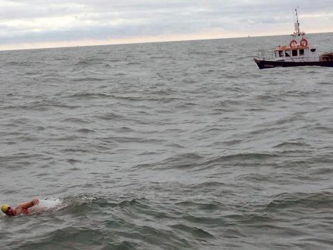 Delia Salomon '14 swims the English Channel