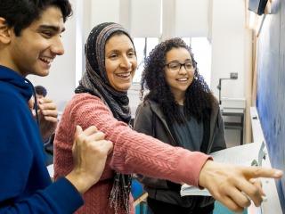 Mervat Youssef teaches an Arabic class in ARH
