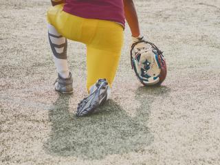 Football player kneels