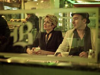 Singers of jazz group The Hot Sardines sit in a diner