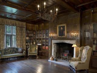 Salisbury House library