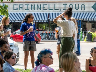 Students arrive in Grinnell