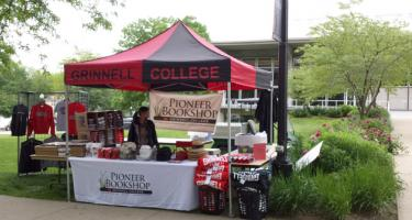 Pop-up bookstore kiosk on campus during commencement weekend carries a variety of Grinnell College items