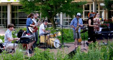 Plain Mosaic in concert in Bucksbaum Center for the Arts courtyard