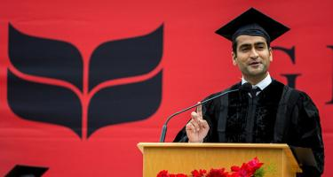 Kumail Nanjiani '01 gives 2017 Grinnell College Commencement Address