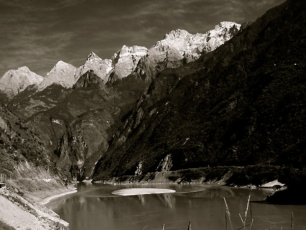 black and white image of Tiger Leaping Gorge